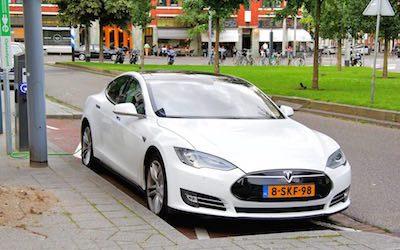 100 % elektrische auto's en 100 % zonne-energie in 2030